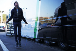 Meindert van Buuren, Status Grand Prix, calienta detrás del garaje