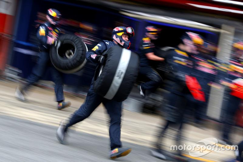 Mechaniker Red Bull Racing während eines Boxenstopps