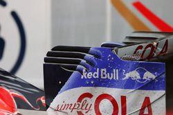 Scuderia Toro Rosso STR11 arka kanat detay