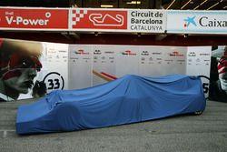 Scuderia Toro Rosso STR11 unter einer Plane
