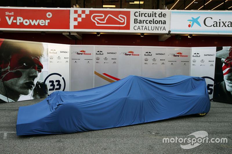 De Scuderia Toro Rosso STR11 onder de doeken