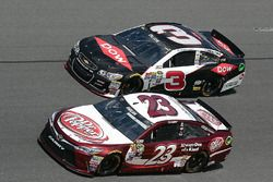 Austin Dillon, Richard Childress Racing Chevrolet, et David Ragan, BK Racing Toyota