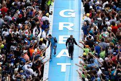 Aric Almirola, Richard Petty Motorsports Ford en Bobby Labonte, Go Green Racing Ford