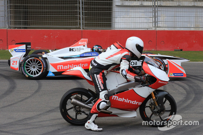 Nick Heidfeld, Mahindra Racing and Danny Webb, Mahindra MGP30