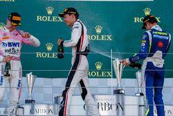Podio: il vincitore della gara Maximilian Gunther, BWT Arden, il secondo classificato George Russell, ART Grand Prix, il terzo classificato Lando Norris, Carlin