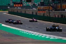 Pierre Gasly, Toro Rosso STR13, Esteban Ocon, Force India VJM11, Lewis Hamilton, Mercedes AMG F1 W09, Charles Leclerc, Sauber C37, y Nico Hulkenberg, Renault Sport F1 Team R.S. 18, alineación para la práctica de salida