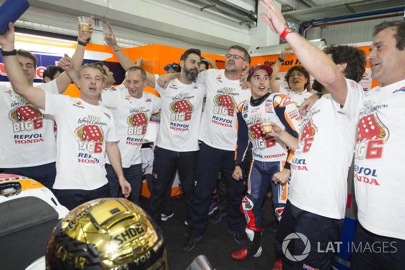 Worldchampion Marc Marquez, Repsol Honda Team with the team