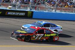 Erik Jones, Furniture Row Racing Toyota y Ryan Blaney, Wood Brothers Racing Ford
