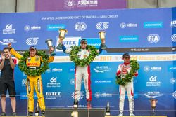 Podium: Racewinnaar Mehdi Bennani, Sébastien Loeb Racing, Citroën C-Elysée WTCC, tweede plaats Tom C