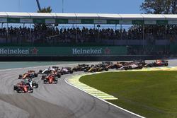 Sebastian Vettel, Ferrari SF70H, Valtteri Bottas, Mercedes AMG F1 W08, Kimi Raikkonen, Ferrari SF70H, Max Verstappen, Red Bull Racing RB13, Fernando Alonso, McLaren MCL32, the rest of the field at the start