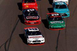Ryan Blaney, Team Penske Ford, Daniel Hemric, Richard Childress Racing Chevrolet, restart