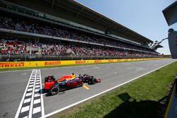 Финиш: Макс Ферстаппен, Red Bull Racing RB12
