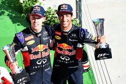 Daniil Kvyat, Red Bull Racing et Daniel Ricciardo, Red Bull Racing, sur le podium