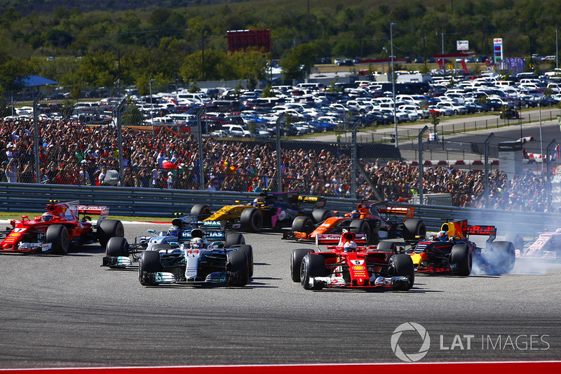 Lewis Hamilton, Mercedes AMG F1 W08, battles with Sebastian Vettel, Ferrari SF70H, at the start of t