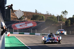 Checkered flag for #40 GRAFF, Oreca 07 - Gibson: James Allen, Richard Bradley, Gustavo Yacaman