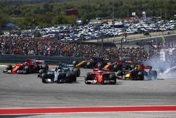 Sebastian Vettel, Ferrari SF70H y Lewis Hamilton, Mercedes AMG F1 W08