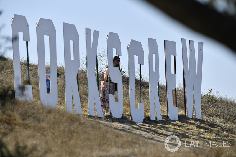 A fan with the Corkscrew sign