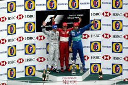 Podio: segundo lugar de Kimi Raikkonen, McLaren, ganador Michael Schumacher, Ferrari y tercer lugar Heinz-Harald Frentzen, Sauber