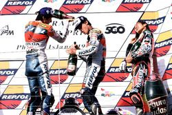 Podium: Race winner Alex Criville, Repsol Honda Team, Takuma Aoki, Repsol Honda Team and Norick Abe, Yamaha