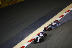 Sergey Sirotkin, Williams FW41 Mercedes, devant Kevin Magnussen, Haas F1 Team VF-18 Ferrari