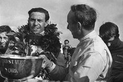 Джон Сертиз, Cooper T81, и Джим Кларк, Lotus 43-BRM H16