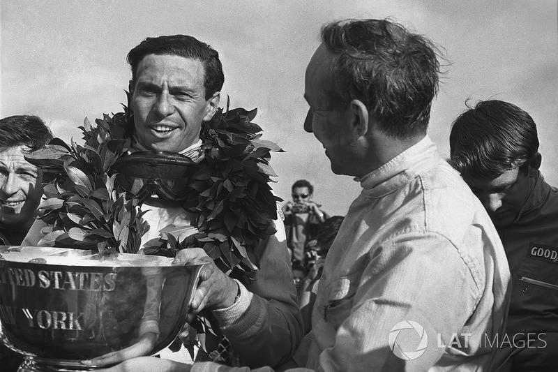 John Surtees - Um título (1964)