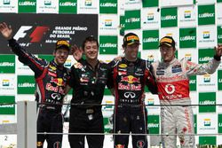 Podyum: 2.Sebastian Vettel, Red Bull Racing, Will Courtney, Strateji sorumlusu, Yarış galibi Red Bul