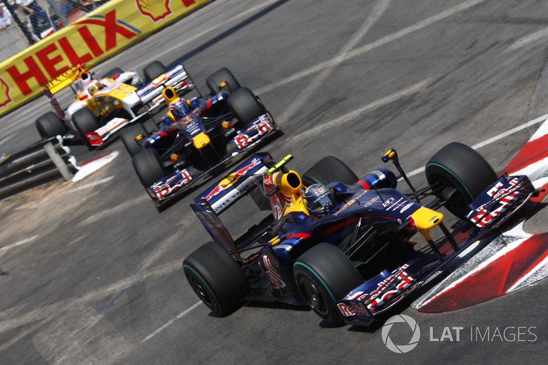 Sebastian Vettel, Red Bull Racing RB5, Mark Webber, Red Bull Racing RB5 ve Fernando Alonso, Renault