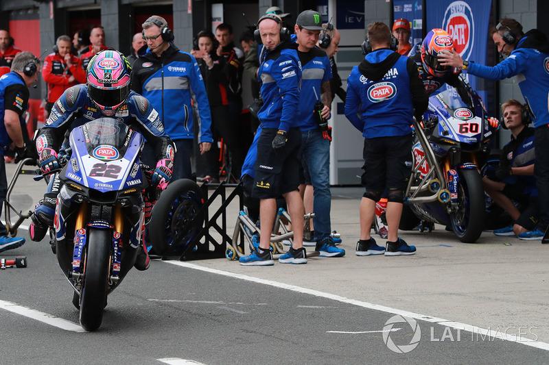 Alex Lowes, Pata Yamaha, cambia sus Pirelli