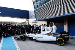 Valtteri Bottas, Williams F1, Felipe Massa, Williams F1, Susie Wolff, conductora de desarrollo, Williams F1 y Alex Lynn, Williams F1, en la presentación del FW37