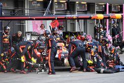 Daniel Ricciardo, Red Bull Racing RB14 pit stop