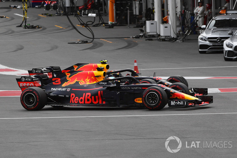 Daniel Ricciardo, Red Bull Racing RB14 y Max Verstappen, Red Bull Racing RB14 en batalla