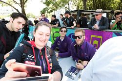 Sam Bird, DS Virgin Racing, Alex Lynn, DS Virgin Racing., con fans