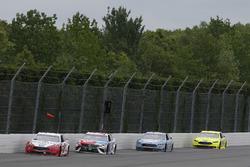 Brad Keselowski, Team Penske, Ford Fusion Wurth, Kyle Busch, Joe Gibbs Racing, Toyota Camry M&M's Red