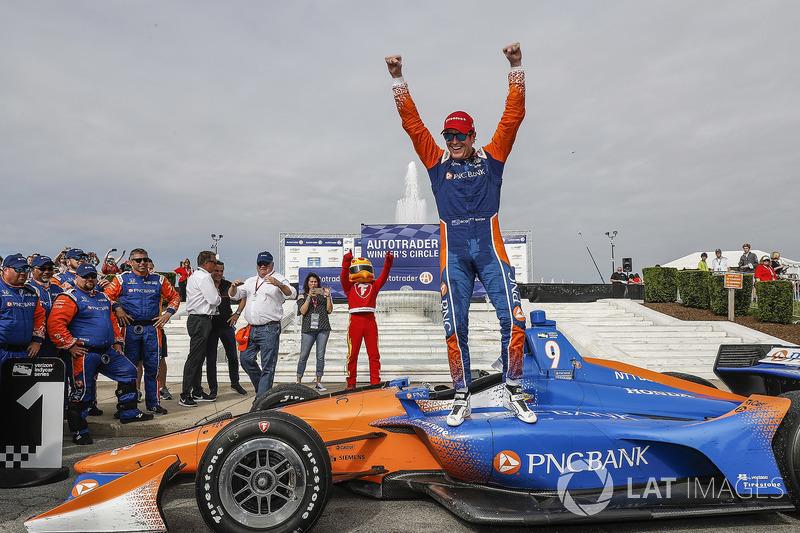 Winner Scott Dixon, Chip Ganassi Racing Honda celebra en Victory Lane