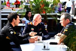 بول موناغان، رئيس قسم الهندسة بفريق ريد بُل ريسينغ وريمي تافين، المدير التقني المسؤول عن المحرّكات في فريق رينو
