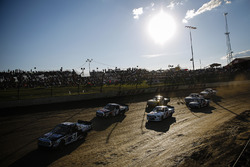 Logan Seavey, Kyle Busch Motorsports, Toyota Tundra Mobil 1, Todd Gilliland, Kyle Busch Motorsports, Toyota Tundra JBL/SiriusXM, and the pack