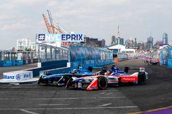 Nick Heidfeld, Mahindra Racing, battles with Nicolas Prost, Renault e.Dams