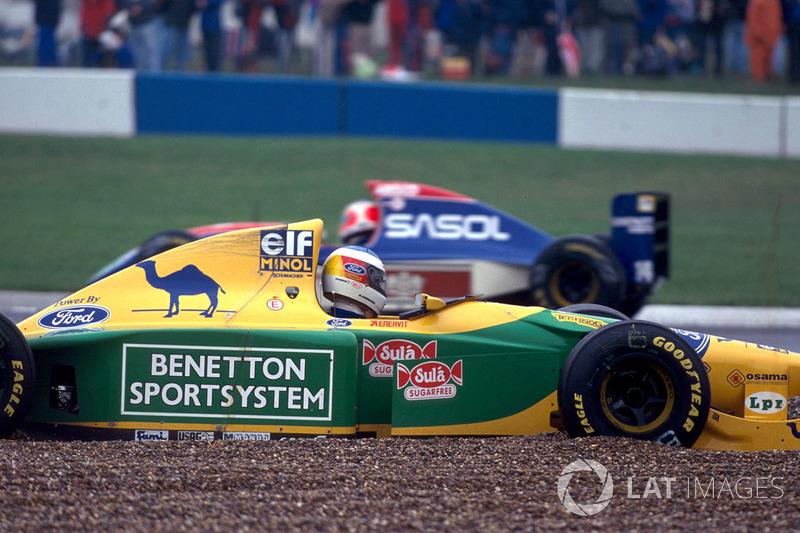 Michael Schumacher, Benetton Ford B193B spin atarak yarış dışı kalıyor