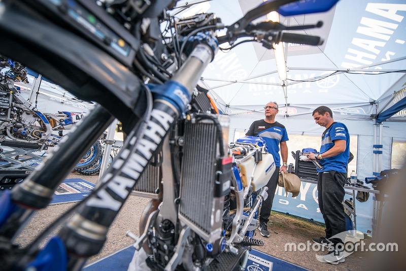 Yamaha Official Rally Team mechanics