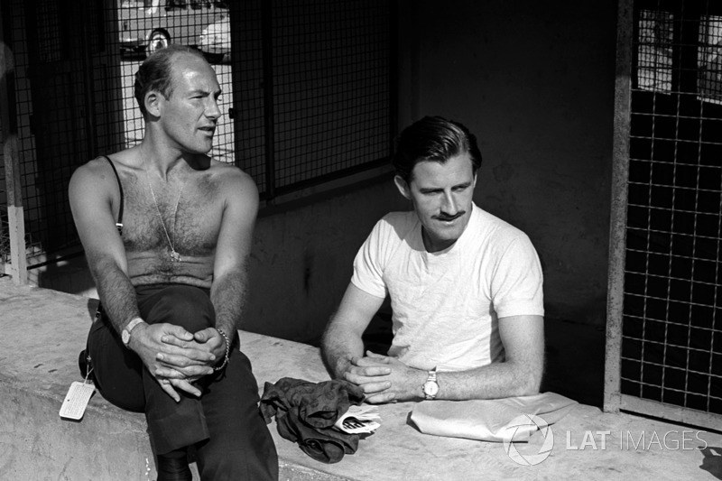 Graham Hill, BRM praat met Stirling Moss