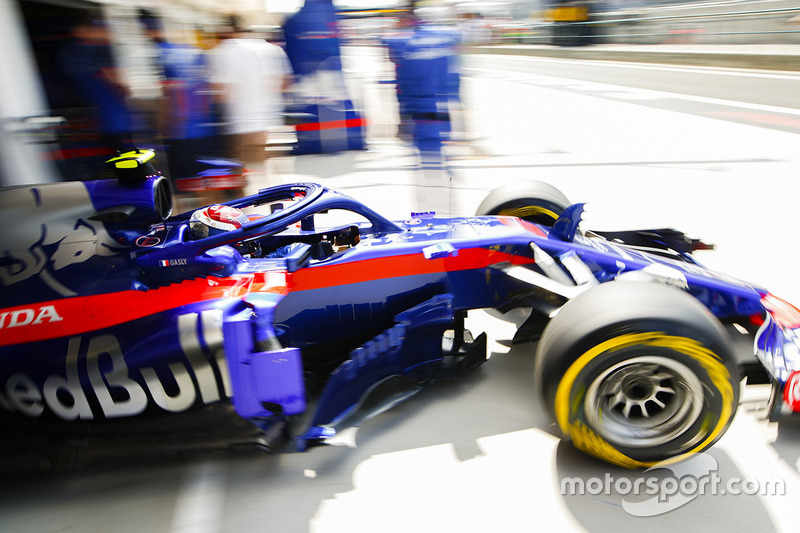 Pierre Gasly, Toro Rosso STR13, sort du garage