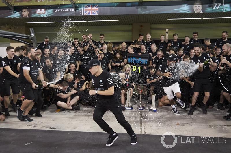 Toto Wolff, Executive Director Mercedes AMG F1, Race winner Valtteri Bottas, Mercedes AMG F1, his wi
