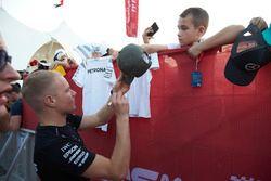 Valtteri Bottas, Mercedes AMG F1, signs a hat