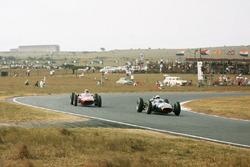 Richie Ginther, BRM P57 leads Piet de Klerk, Alfa Romeo Special