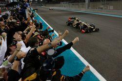 Le vainqueur Kimi Raikkonen, Lotus F1 Team E20
