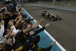 Race winner Kimi Raikkonen, Lotus F1 Team E20