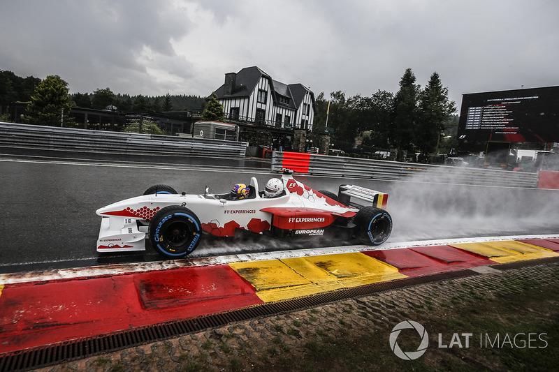Patrick Friesacher, pilote de la biplace F1 Experiences
