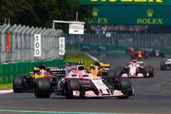 Esteban Ocon, Sahara Force India F1 VJM10, Nico Hulkenberg, Renault Sport F1 Team RS17, Carlos Sainz Jr., Renault Sport F1 Team RS17, Sergio Perez, Sahara Force India F1 VJM10