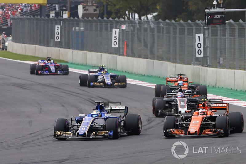 Marcus Ericsson, Sauber C36, Stoffel Vandoorne, McLaren MCL32, Romain Grosjean, Haas F1 Team VF-17, Fernando Alonso, McLaren MCL32, Pascal Wehrlein, Sauber C36, Brendon Hartley, Scuderia Toro Rosso STR12